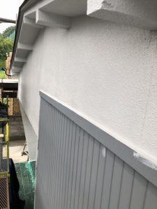 小牧市にて外壁塗装工事 ~モルタル壁の中塗り・上塗り~